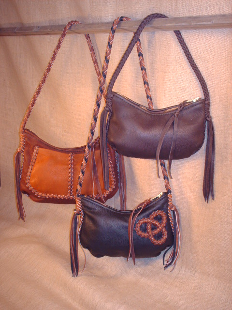 handmade and custom made leather purses and handbags.
