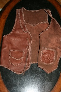 The picture shows the front of the vest with one side folded over so you can see that its two pockets also have two more pockets on the inside of the vest - I do this with many of the patch pockets on my products.